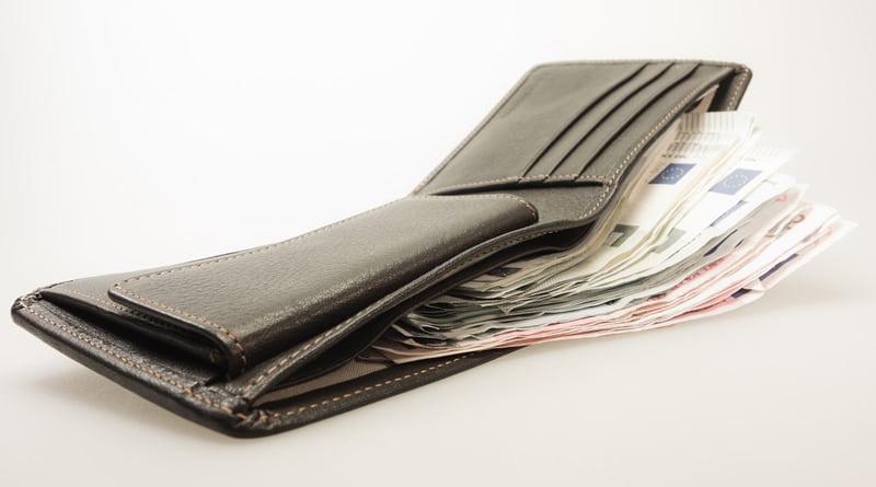 В чем и где лучше хранить деньги